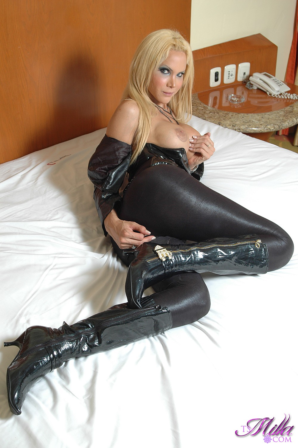 shemale in leather pictures