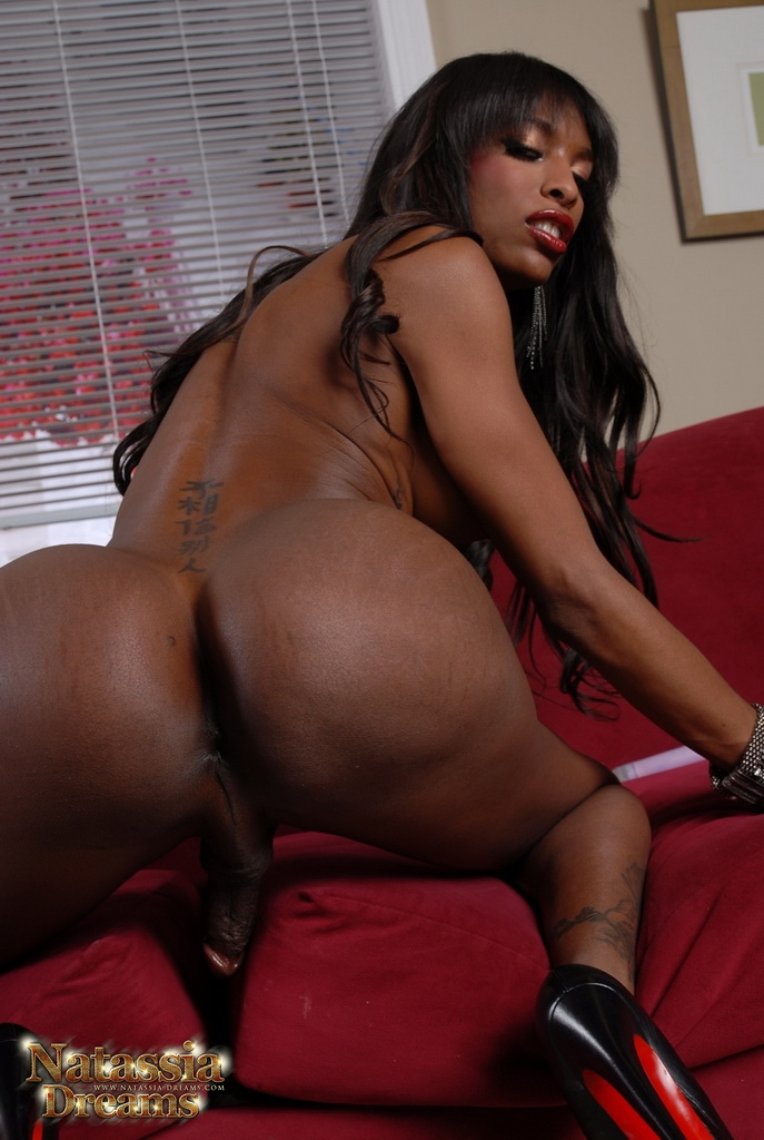 Ebony ts beauty with piercing pumps her girl rod to cumshot