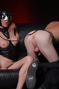 TS catwoman Angelina wipes dude