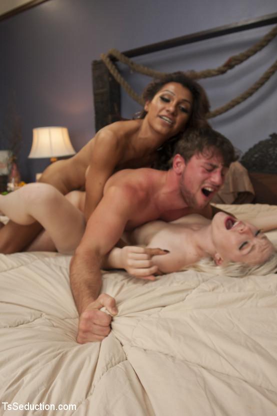 jessy dubai threesome