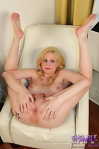Crazy Bianka sucking her own super long cock