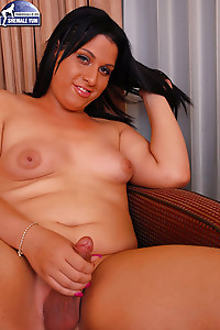 Thick Southern tranny babe