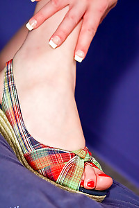 Amy Daly pleases her foot fetish fans!