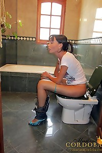 Mariana Cordoba In Bathroom 4 Blowjob