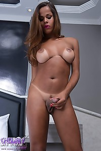 Yasmin Fonthys wants a thick dick for her tight hole right now