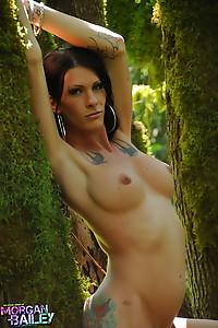 Sexy Morgan Bailey posing her irresistible body in the wild