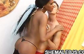 Latina shemale Andreia Oliveira giving some relaxing blowjob