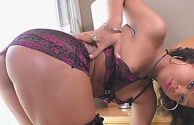 Curvy latin shemale enjoyed ass fucking bareback in bed