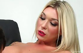 Aubrey Kate fucks Reed Jameson tight ass and gives her very first creampie.