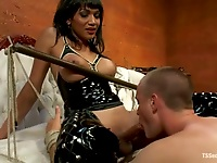 Yasmin in latex demands her balls to be sucked