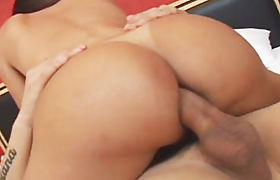 Busty tranny Labelly Sandorram asshole fucked on the bed