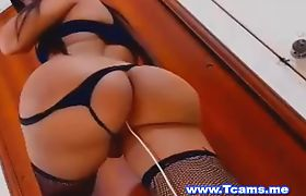 Big Booty tranny insert a toy in her ass