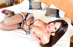 Horny tgirl Tattiana Torres hardcorely fucks Guy Tavarez