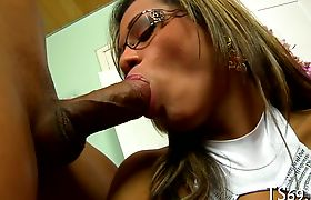 Shemale offers her ass for fucking