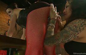 TS Foxxy, Freya French Meet at bar