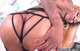 Tranny Amanda unleashes her black cock in nasty masturbation