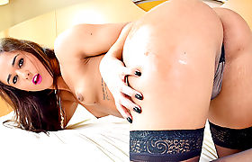 Alluring latina TS Felipa Lins take turns fucking with stud