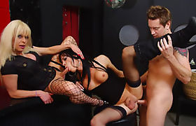 Two horny shemales Joanna Jet and Jordan Jay anal train