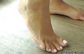 Sexy latina shemale Laryssa Hoffman masturbates and cums