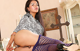 Cute Tgirl Jamie Page Having Fun With A Toy