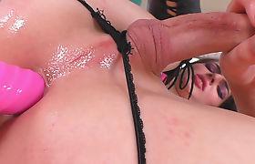 TS Vixxen Goddess toying her ass
