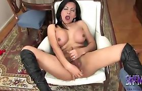TS Vera drilling her ass while masturbating