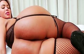 TS Bianca shakes her phat ass