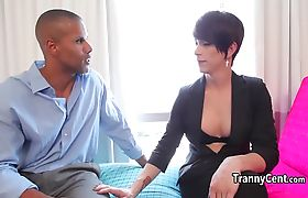 Black dude sucking tranny cock
