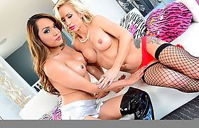 Shemale Jessica enjoys a toy in her ass and gives a girl a hard fuck